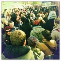 Das Foto wurde bei Flohmarkt am Mauerpark von Lex ® am 10/28/2012 aufgenommen