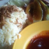 Photo taken at Restoren Seafood Haniza by Tengku Shah d. on 10/23/2012
