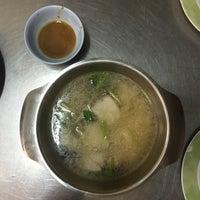 Photo taken at Phlapphla Chai Fish Porridge by ChaBew C. on 9/12/2016