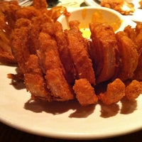 Photo taken at Outback Steakhouse by Obed T. on 11/11/2012