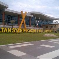 Photo taken at Sultan Syarif Kasim II International Airport (PKU) by Julia H. on 2/16/2013