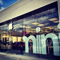 Photo taken at Apple Easton Town Center by Gregory on 4/3/2013