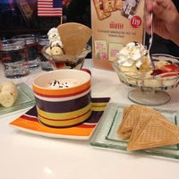Photo taken at Swensen's by Sarayut K. on 8/4/2013