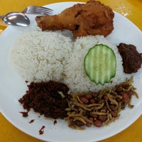 Photo taken at Ponggol Nasi Lemak Centre by K.C. N. on 11/5/2012