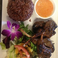 Photo taken at Osha Thai Restaurant by Irakli G. on 7/28/2013