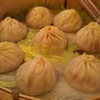 Photo taken at Joe's Ginger 锦江饭店 by Francois D. on 4/26/2013