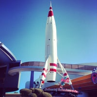 Photo taken at Space Mountain by ʇɹǝql∀  ɹ. on 1/14/2013