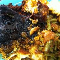 Photo taken at Restoran Raihan Nasi Kandar by Hairul M. on 10/23/2012