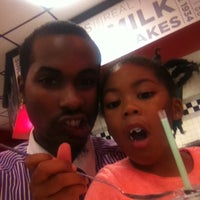 Photo taken at Steak 'n Shake by Daddy Veno Dub on 10/24/2014