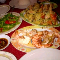 Photo taken at RM Seafood Apong by lulhue c. on 11/20/2012
