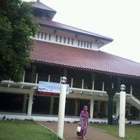 Photo taken at Masjid Ukhuwah Islamiyah (Mesjid UI) by Mita W. on 11/16/2012