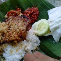 Photo taken at Ayam Bakar Genther by Jenny W. on 11/28/2012