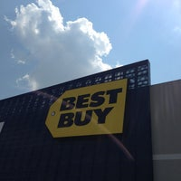 Photo taken at Best Buy by Arnulfo Jr R. on 7/5/2013
