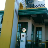 Photo taken at Quaker Steak & Lube® by Jojo T. on 11/11/2012
