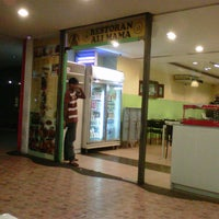 Photo taken at Restoran Ali Mama by Eddie Sykes M. on 10/14/2012