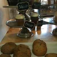Photo taken at The White Mountain Cupcakery by mike p. on 8/20/2016