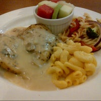 Photo taken at Kenny Rogers Roasters by Lia A. on 5/11/2013