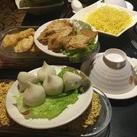 Photo taken at Nhà hàng lẩu Soa Soa by 🍃🌺🍃 MY KHANH 🍃🌺🍃 on 2/20/2016