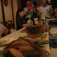 Photo taken at Saung Kabayan by Nana Kurnia W. on 2/17/2015