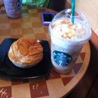Photo taken at Starbucks by Che Khairiah C. on 11/17/2012