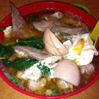 Photo taken at Restoran Win Heng Seng (永兴城茶室) by Vincent T. on 8/15/2011