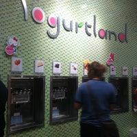 Photo taken at Yogurtland by Nana B. on 8/27/2011