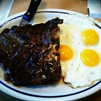 Photo taken at IHOP by 오미헤 on 9/6/2011
