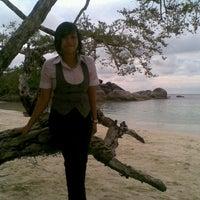 Das Foto wurde bei Tanjung Tinggi Beach von Amelia N. am 7/14/2012 aufgenommen