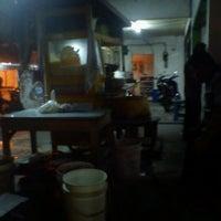 Photo taken at Nasi Goreng Jawa Letterman by Pay M. on 2/21/2012