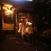 Foto tirada no(a) Corner Bistro por Mari S. em 6/17/2012