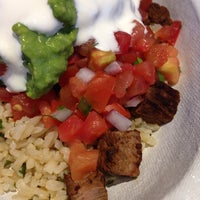 Photo taken at Chipotle Mexican Grill by Rowena L. on 6/1/2014