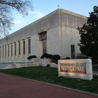 Photo taken at Folger Shakespeare Library by Dennis C. on 4/9/2013