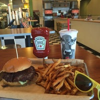 Photo taken at MOOYAH Burgers, Fries & Shakes by J michael S. on 8/26/2016