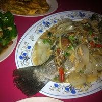 Photo taken at Awe Tomyam & Seafood by Arif S. on 2/13/2013