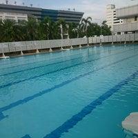 Photo taken at สระว่ายน้ำ  กองบัญชาการกองทัพไทย by 🌠Kūra Ð. on 9/20/2016