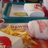 Photo taken at Wendy's by Rakan S. on 5/23/2013