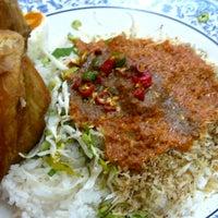 Photo taken at Restoran Hassan Ayam Kampung by ell on 1/19/2013
