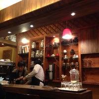 Photo taken at 맘C 좋은 아저씨가 내려주는 기분좋은 Coffee by Rebekah Younmo K. on 3/3/2014