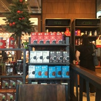 Photo taken at Starbucks by ReviewbyBiere .. on 11/15/2016