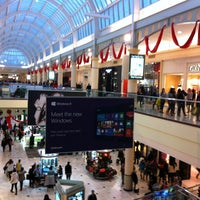 Photo taken at Roosevelt Field by Ben B. on 12/26/2012