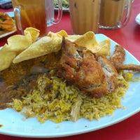 Photo taken at Restoran Nasi Kandar Haji Tapah by azrul L. on 7/30/2012