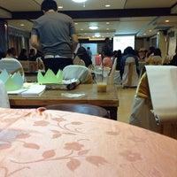 Photo taken at Regent Lodge Lampang by ᴷᴱᴰˢ ᴹᴵᴸᴱ◡̈⃝ on 3/9/2015