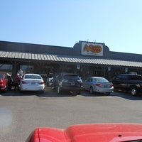 Photo taken at Cracker Barrel Old Country Store by Wayne F. on 11/25/2012
