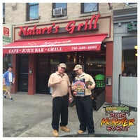 Photo taken at Nature's Grill by Natural Vitamins (. on 5/13/2015