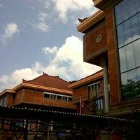 Photo taken at Fakultas Kedokteran by Linda S. on 1/18/2013