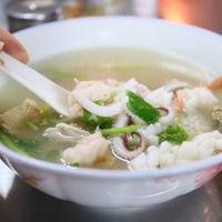 Photo taken at Phlapphla Chai Fish Porridge by ตุ๊ก-กะ-ตา on 9/6/2015