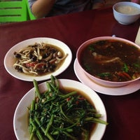 Photo taken at ครัวยกนิ้ว by MoONoI E. on 8/15/2014