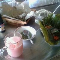 Photo taken at Ayam Penyet Surabaya by Maryanto Echo H. on 10/20/2013