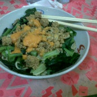 Photo taken at Mie Ayam Banyumas by Josephine Y. on 1/4/2013