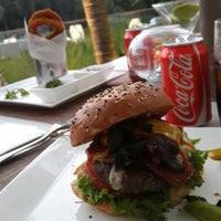 Photo taken at The Burger Custom Made by Carlos M. on 5/7/2016
